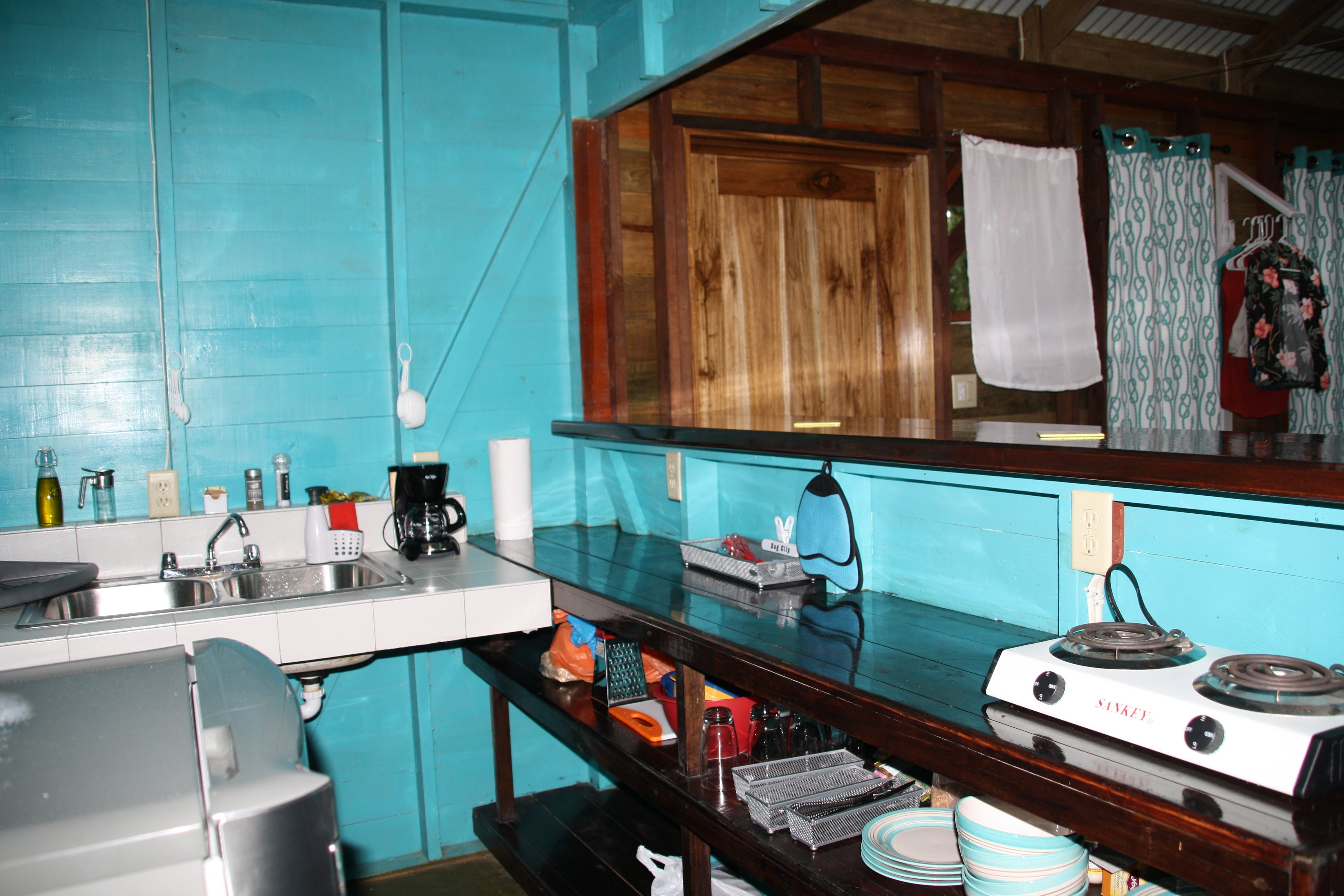 Tree Bungalow Left with well equipped kitchenette!