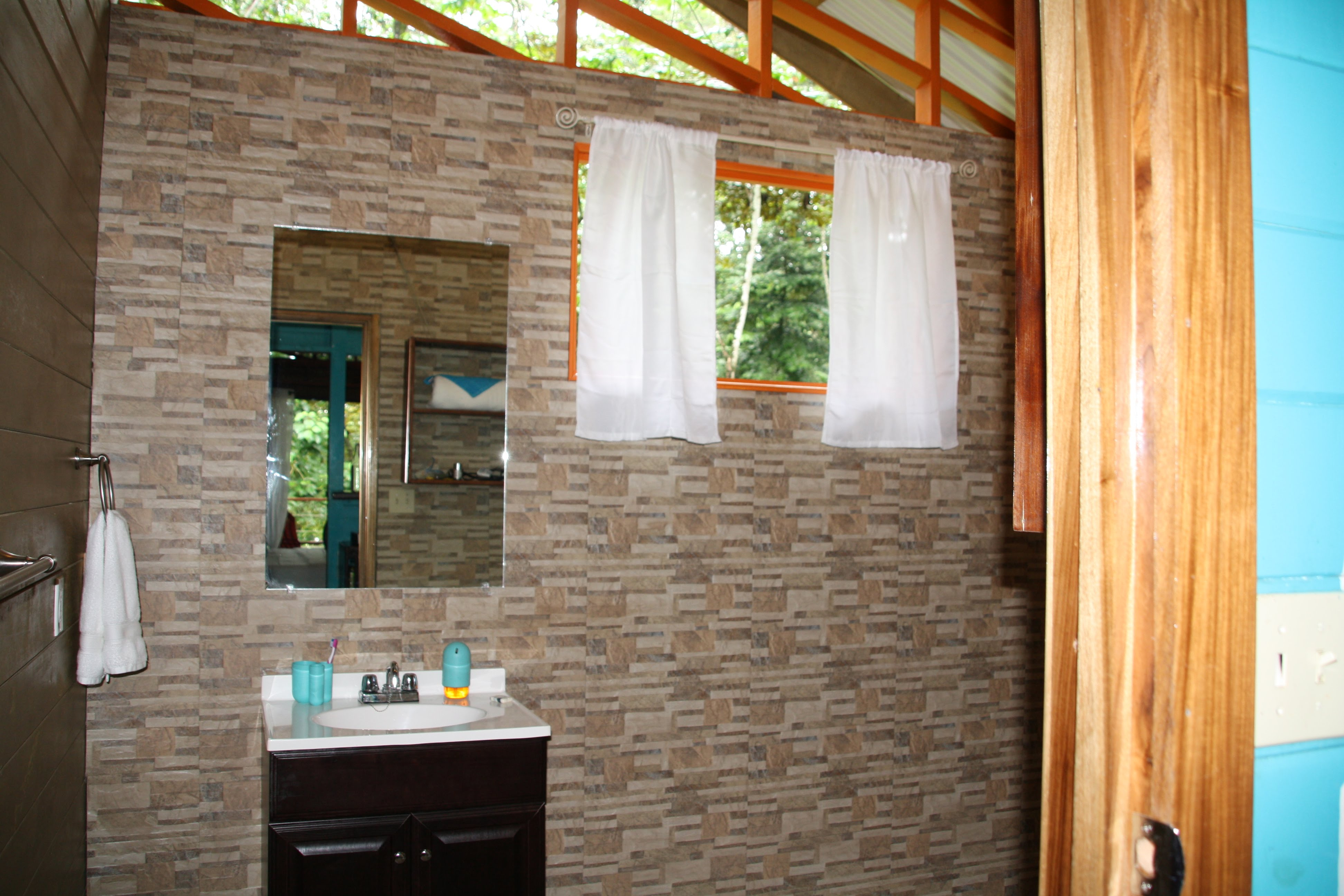 Tree Bungalow Left Bathroom