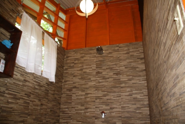 Tree Bungalow Right - bathroom